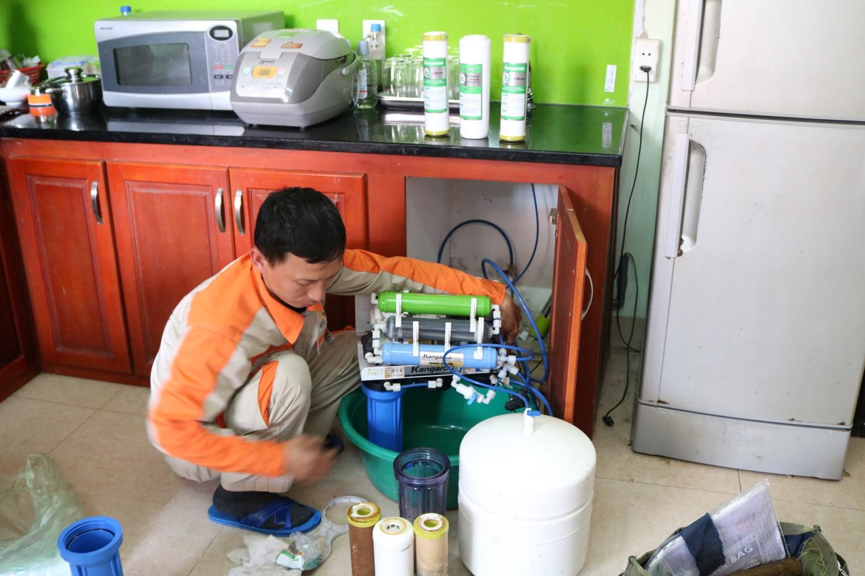 Hướng dẫn cách sửa máy lọc nước không chạy tại nhà
